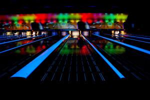 Piste de bowling vue de nuit